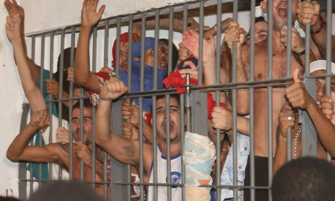 Cela superlotada em Maceió, cenário que se repete nas principais unidades prisionais do país Foto: Yvette Moura/O Jornal/30-10-2009