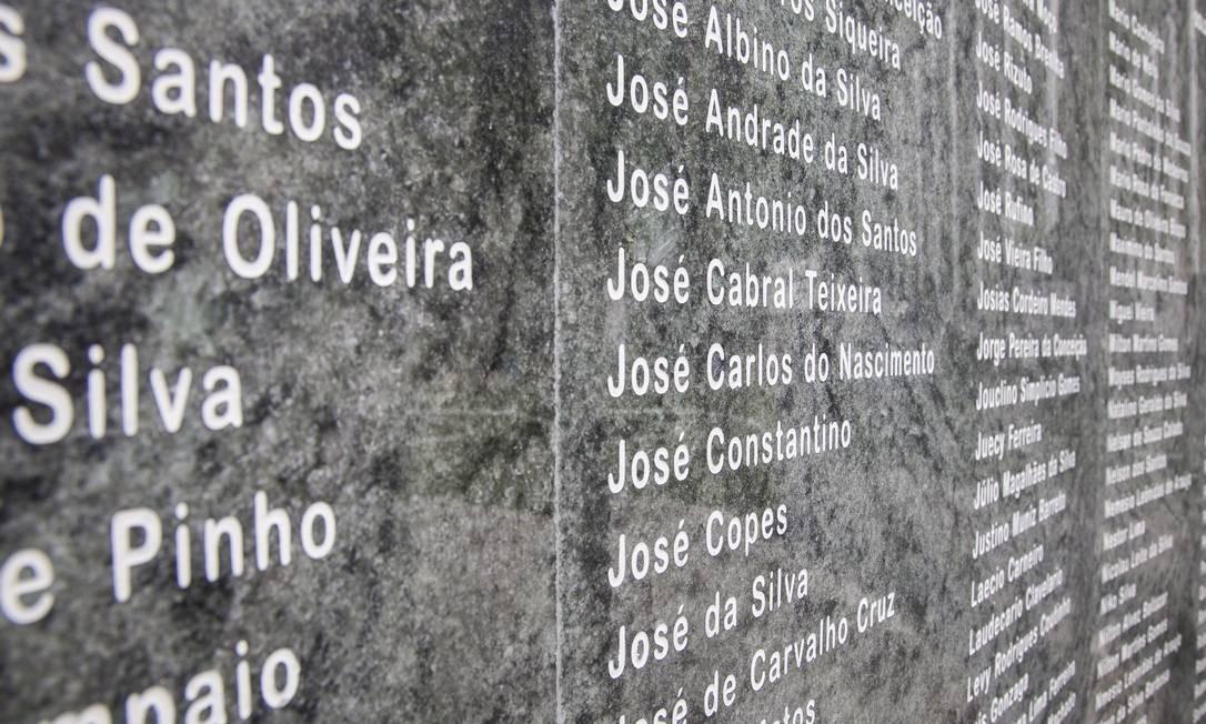 Cerca de 90 mil visitantes passam anualmente pelas quatro fortalezas de Niterói; na foto, um monumento em homenagem aos soldados que lutaram na Segunda Guerra Mundial Foto: Daniela Dacorso / O Globo