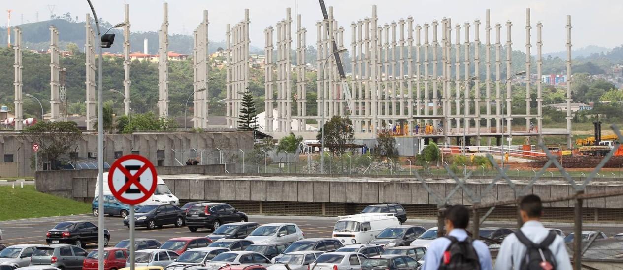 Obras do novo estacionamento de Guarulhos, com capacidade para 2.400 veículos. Foto: Michel Filho / Agência O Globo