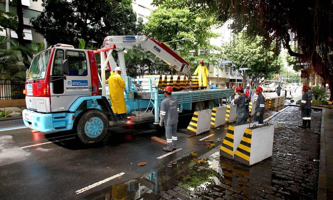 Calçadas da Avenida Ataulfo de Paiva serão reduzidas durante a obra da Linha 4 Foto: Ivo Gonzalez / O Globo