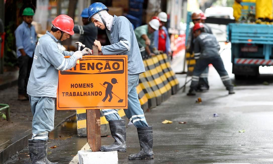 Prefeitura pede que moradores evitem circular de carro pelo Leblon Foto: Ivo Gonzalez / O Globo