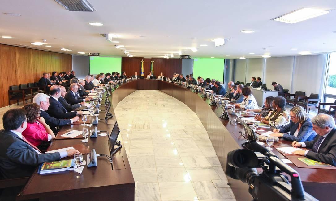 Reunião ministerial e mesa cheia: governo se prepara para criar nova pasta Foto: Roberto Stuckert Filho/Presidência/23-01-2012
