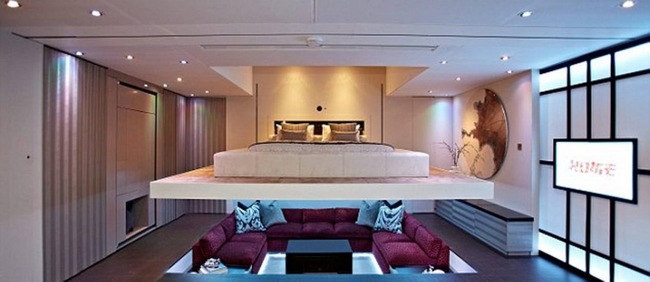 No projeto YO! Home, cama de casal desce do teto do apartamento Foto: Reprodução internet/Daily Mail