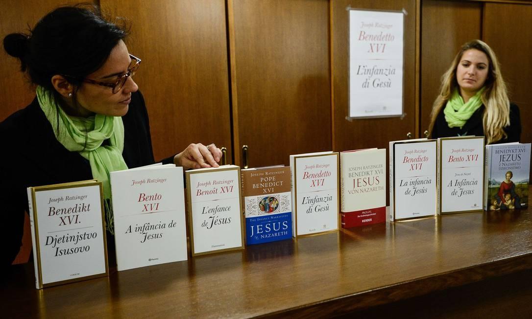No Vaticano, foram apresentadas as diferentes edições do livro sobre a infância de Cristo, o terceiro da série escrita por Ratzinger sobre Jesus Foto: ANDREAS SOLARO / AFP
