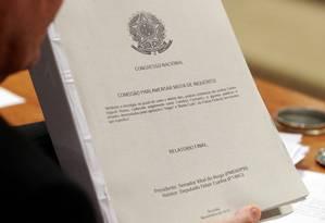 Versão final do relatório da CPI, entregue aos parlamentares Foto: Ailton de Freitas / Agência O Globo