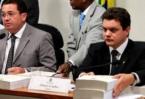 O presidente da CPI Vital do Rêgo (PMDB-PB) e o relator Odair Cunha (PT-MG), durante entrega do relatório final na comissão no Senado Foto: Ailton de Freitas / Agência O Globo