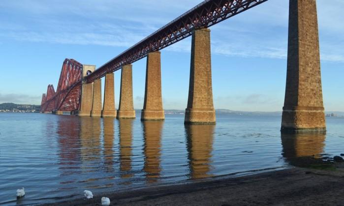 Ponte no caminho para Dunkel é uma das atrações das Highlands Especial para O Globo / Mari Campos