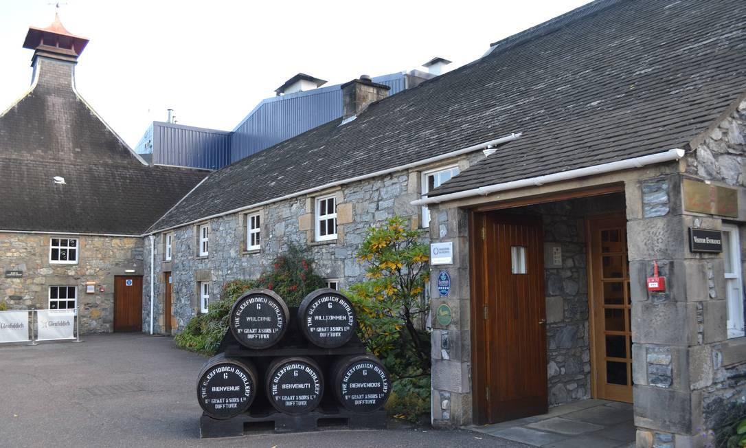 A destilaria Glenfidditch tem visitação gratuita e tours de hora em hora, incluindo degustação de três uísques diferentes Especial para O Globo / Mari Campos
