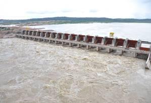Obras da hidrelétrica de Jirau, que teve recursos do BNDES. Para TCU, governo dá subsídios sem transparência Foto: Divulgação