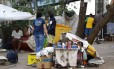 Agentes da Secretaria municipal de Assistência Social durante ação de combate ao crack no Parque União