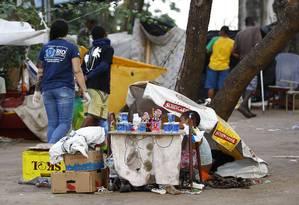 Agentes da Secretaria municipal de Assistência Social durante ação de combate ao crack no Parque União Foto: Pablo Jacob / O Globo