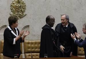 Joaquim Barbosa é aplaudido por Ricardo Lewandowski e Dilma Rousseff Foto: Agência O Globo / Ailton de Freitas