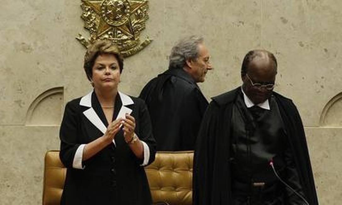 A cerimônia durou cerca de duas horas e várias personalidades discursaram Foto: O Globo / André Coelho