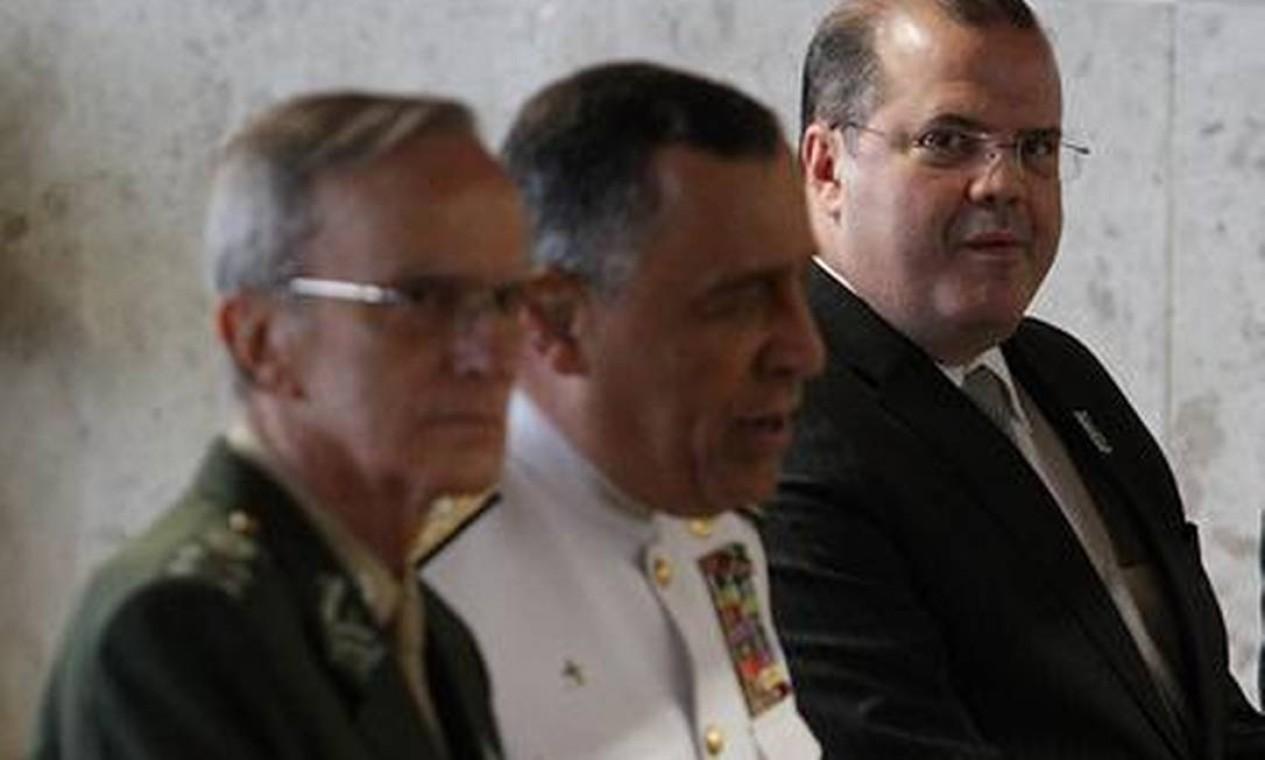 Representantes das Forças Armadas e o presidente do Banco Central Alexandre Tombini também estavam presentes à cerimônia de posse do novo presidente do STF Foto: O Globo / André Coelho