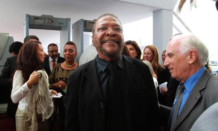 O cantor Martinho da Vila, quando chegava ao STF, para a posse do ministro Joaquim Barbosa O Globo / Givaldo Barbosa