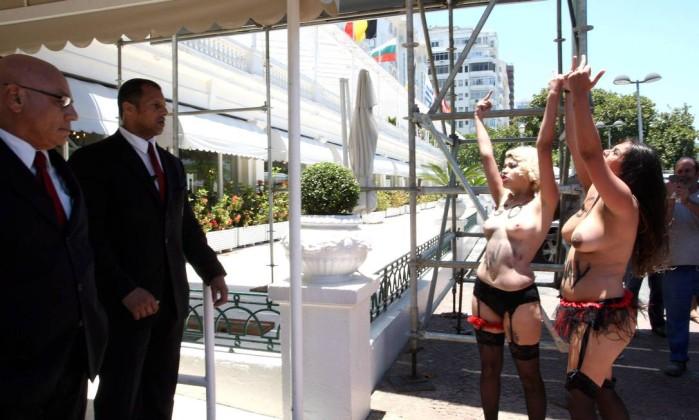 A organização tornou-se famosa por usar topless em protestos Guilherme Pinto / Extra