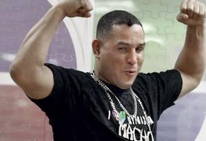 Camacho fazendo pose para um programa de TV em 2010 Foto: Reuters