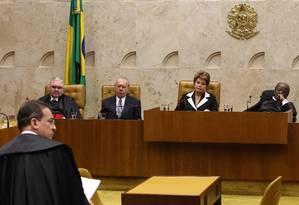 STF . Gurgel , ao lado de Sarney, critica decisão da Câmara Foto: Gustavo Miranda
