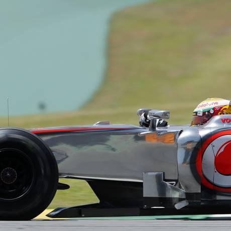 Lewis Hamilton, da McLaren, foi o mais rápido na primeira sessão de treinos livres Foto: Reuters