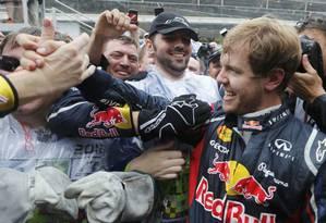 Festa merecida para Vettel, o novo tricampeão da F-1 Foto: Reuters