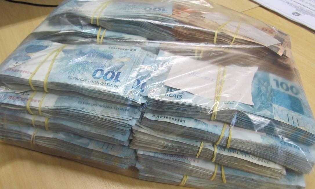 Dinheiro apreendido durante a Operação Durkheim, da Polícia Federal Foto: Michel Filho / Agência O Globo