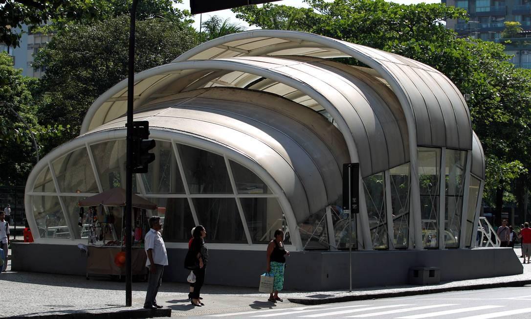 Feiura. Cobertura da Estação General Osório vai sumir da paisagem, diz estado Foto: Domingos Peixoto/23-11-2012 / O Globo