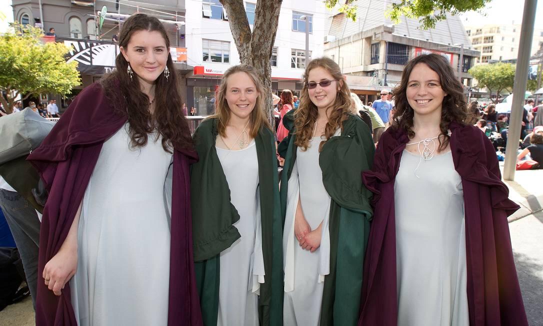 Os trajes fazendo referência ao universo de Tolkien eram comuns entre os fãs Marty Melville / AFP Photo