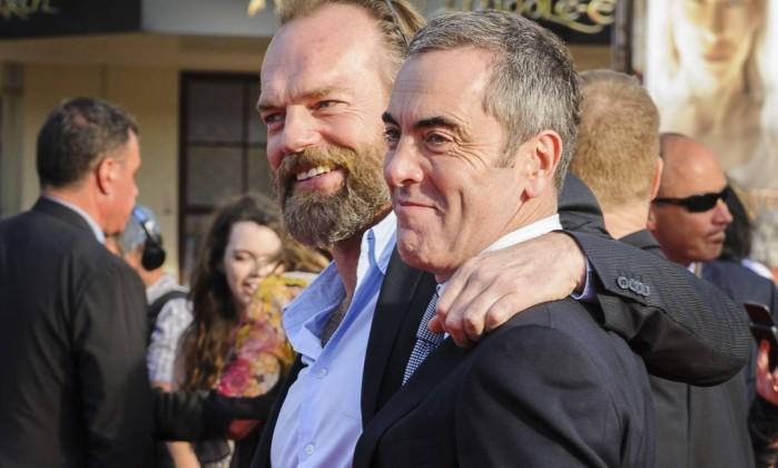 """O """"Elrond"""" Hugo Weaving com visual barbudo ao lado de James Nesbitt, que faz o anão Bofur Mark Coote / Reuters"""