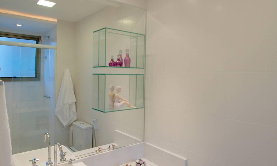 Conheça os ambientes do apartamento em Niterói  Jornal O Globo -> Banheiro Pequeno Adaptado