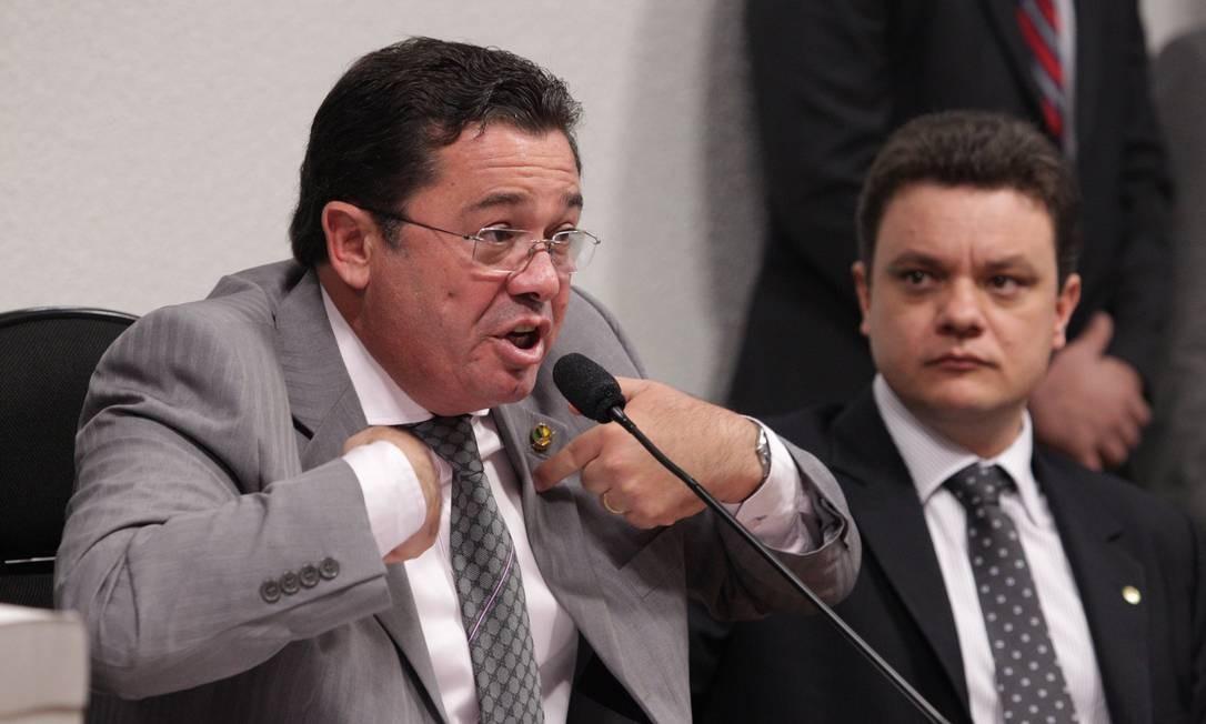 O deputado Odair Cunha, relator da CPMI, ao lado do senador Vital do Rêgo, presidente da CPMI Foto: André Coelho / O Globo