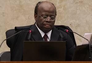 Presidente do STF, o ministro Joaquim Barbosa comanda a 49ª sessão do mensalão Foto: André Coelho / Agência O Globo