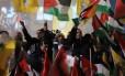 Palestinos celebram vitória na ONU em Ramallah