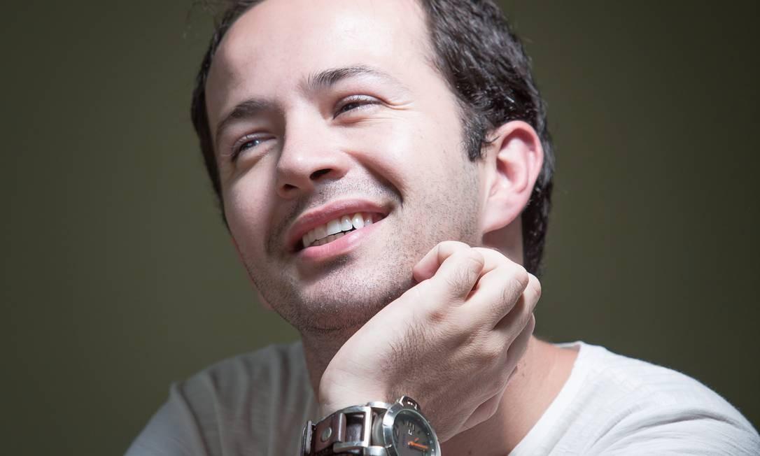 Uma vida positiva. O produtor cultural Rafael Bolacha foi diagnosticado há três anos: blog e livro sobre a infecção pelo HIV Foto: Leo Martins
