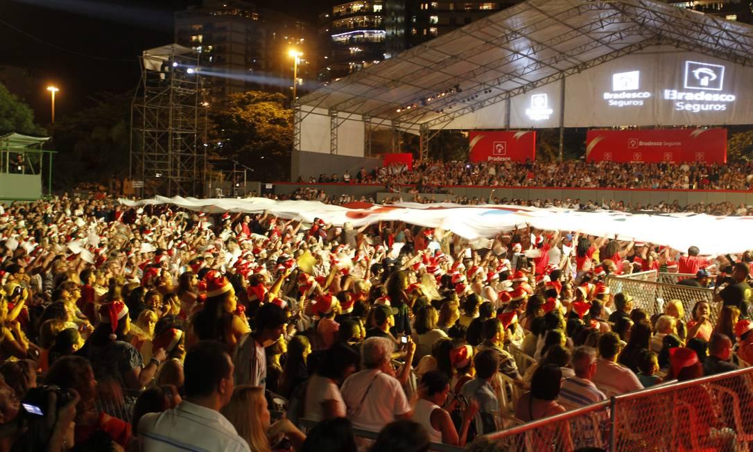 De acordo com a organização do evento, cerca de 200 mil pessoas compareceram ao evento de inauguração da árvore de Natal da Lagoa Agência O Globo / Marcelo Carnaval
