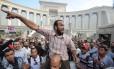Manifestantes cercam a sede da Suprema Corte Constitucional no Cairo