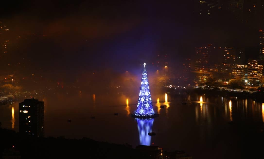 'Essa festa mostra o verdadeiro clima do Natal. Foi tudo muito lindo', afirmou a aposentada Terezinha Benício Foto do leitor Marcos Estrella / Eu-Repórter