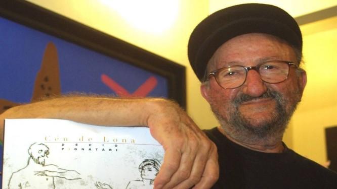 """Décio em foto de 2004, no lançamento do livro """"Céu de lona"""" Foto: Arnaldo Alves / Divulgação"""