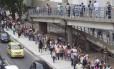 Cerca de mil pessoas enfrentaram fila para tentar marcar consulta na unidade nesta segunda-feira