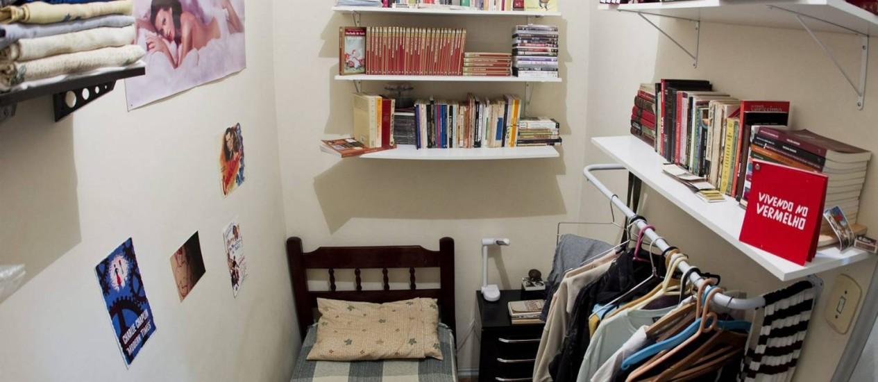 Jovem faz milagre no quartinho de empregada do apartamento que divide com amigos Foto: Agência O Globo / Guito Moreto