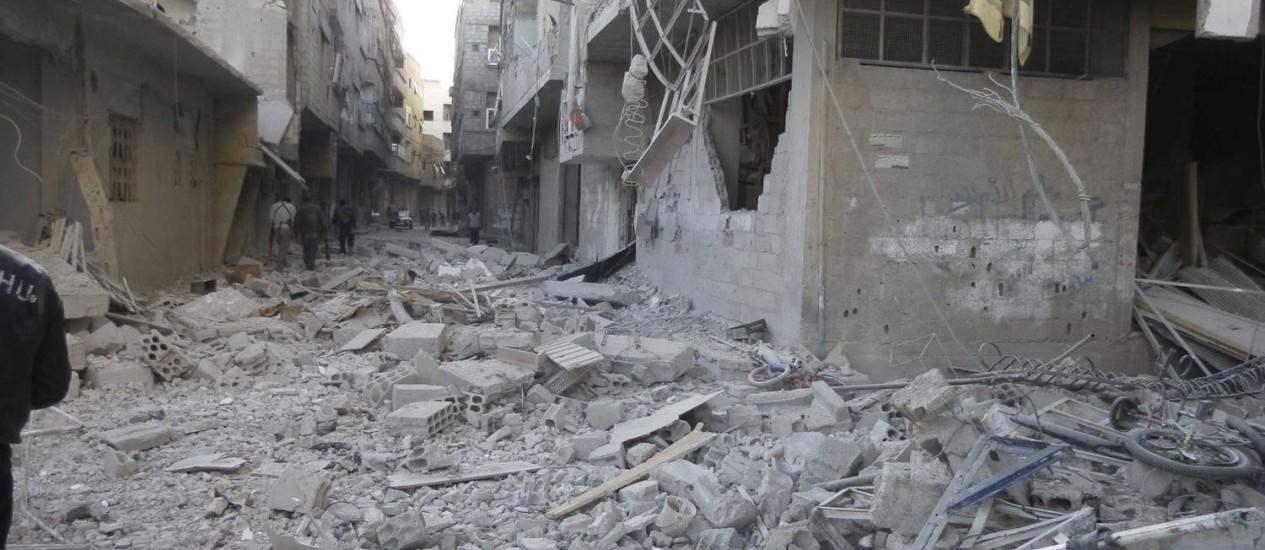 Subúrbio de Damasco completamente destruído após um ataque aéreo do Exército: para alguns analistas, conflito está perto do fim Foto: Reuters
