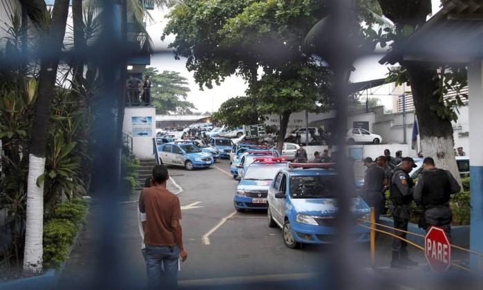 Foram expedidos 65 mandados de prisão contra PMs de nove batalhões Bruno Gonzalez / Extra