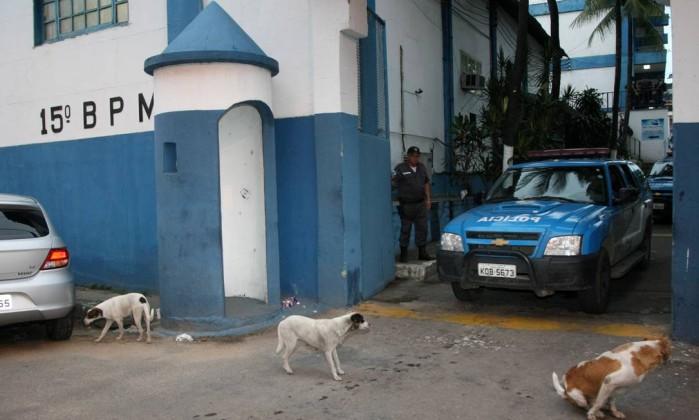 Policiais Militares tomam o quartel do 15º BPM (Duque de Caxias) para prender policiais envolvidos com o tráfico Fernando Quevedo / O Globo