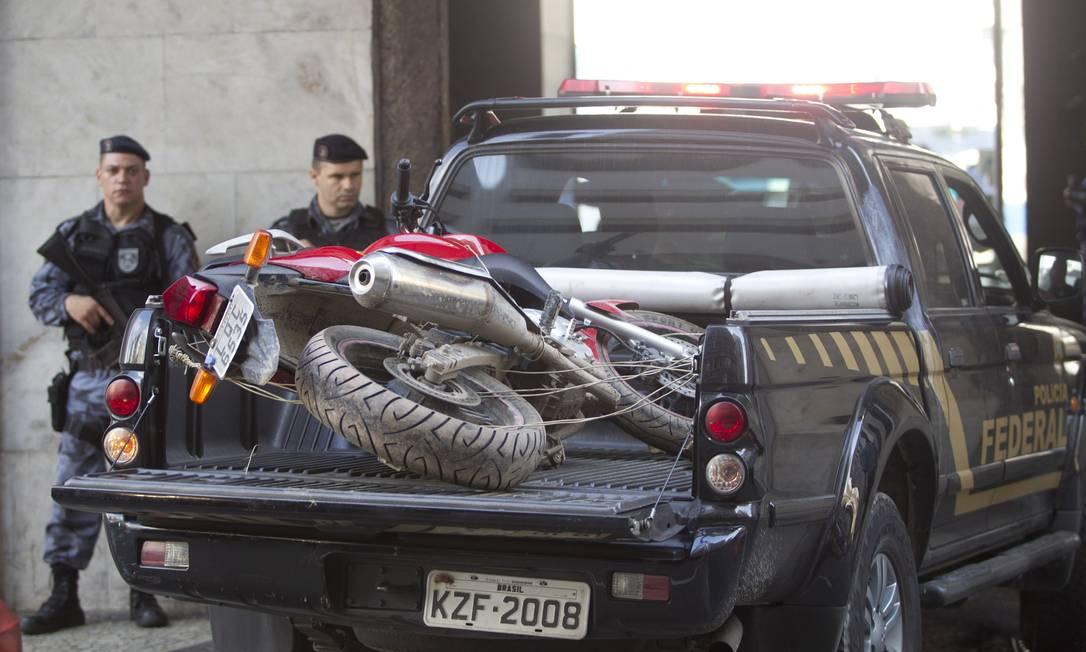 A operação contou com a ajuda da Polícia Federal Márcia Foletto / O Globo