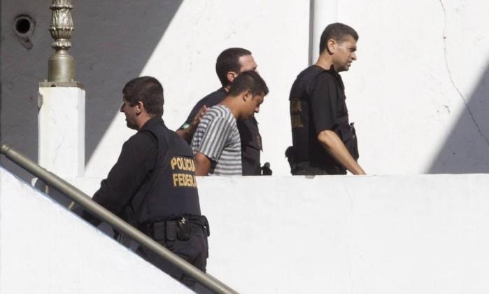 Preso na operação Purificação chega ao Quartel General da Polícia Militar, no Centro Márcia Foletto / O Globo