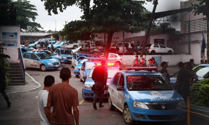 As investigações revelaram que os policiais recebiam propina para devolver armas e drogas apreendidas aos traficantes da região Fernando Quevedo / O Globo