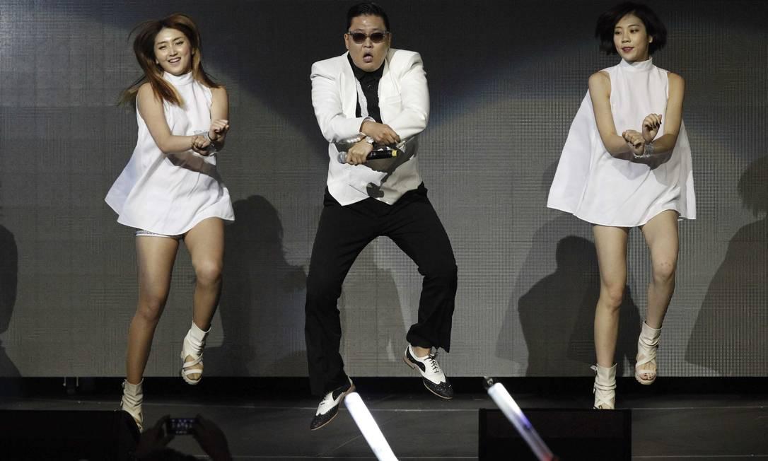 "Psy interpreta a famosa ""horse dance"", do hit ""Gangnam style"" Reuters"