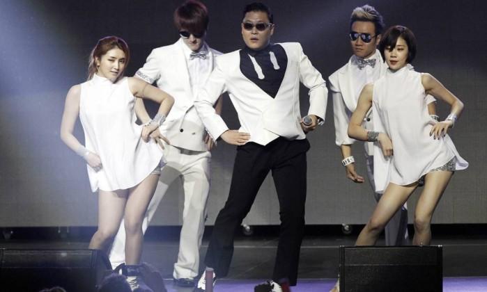 O cantor sul-coreano Psy, fenômeno na internet, também marcou presença Reuters