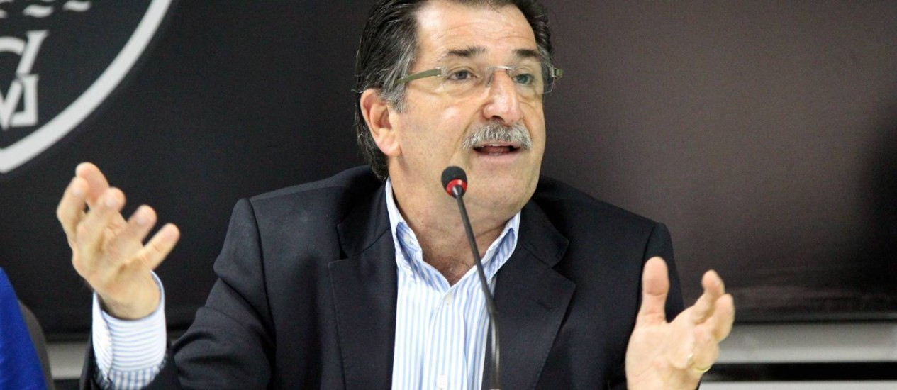 René Simões, o novo diretor executivo do Vasco, ainda não anunciou nenhum reforço para 2013. Problemas financeiros dificultam contratações Foto: Cezar Loureiro / O Globo