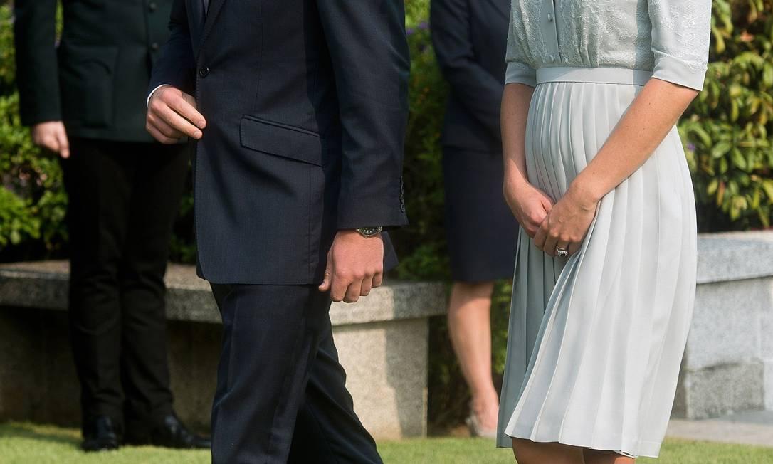 Em setembro, Kate aparece em foto com a mãe na barriga: pose era comum nos últimos meses AP/Nicolas Asfouri