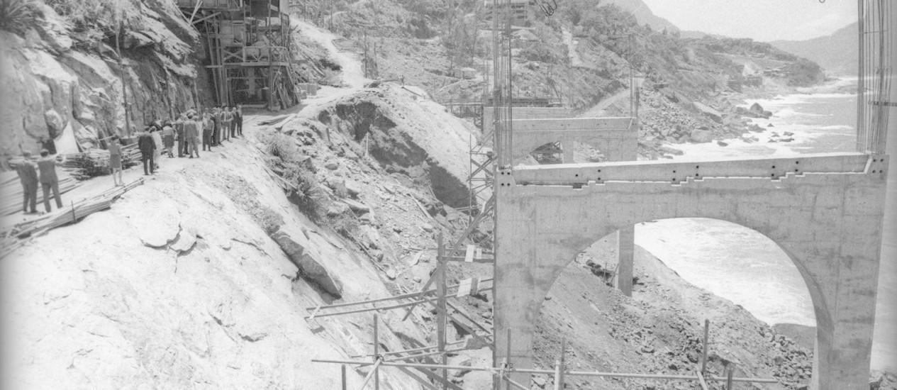 Construção do Elevado do Joá, em 1969 Foto: Arquivo - 22/10/1969